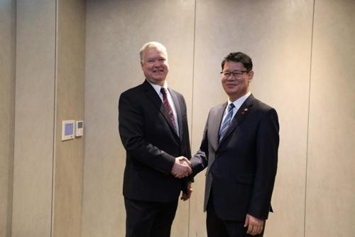 韩国统一部长官金炼铁会见美对朝代表比根
