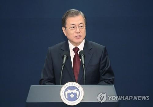 12月17日,在青瓦台春秋馆,文在寅发布新任总理人选。 韩联社