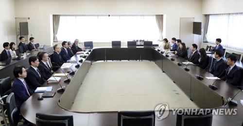 资料图片:12月16日,韩日在日本经济产业省总部大楼举行出口管理政策对话。 韩联社