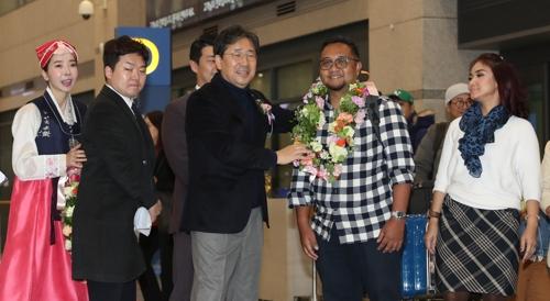韩文体部庆祝今年外国游客人次创新高
