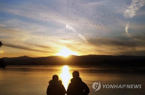 资料图片:江原道江陵镜浦台的日落景观 韩联社