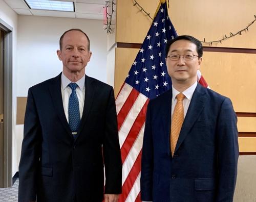 韩外长助理金健会见美助理国务卿史迪威