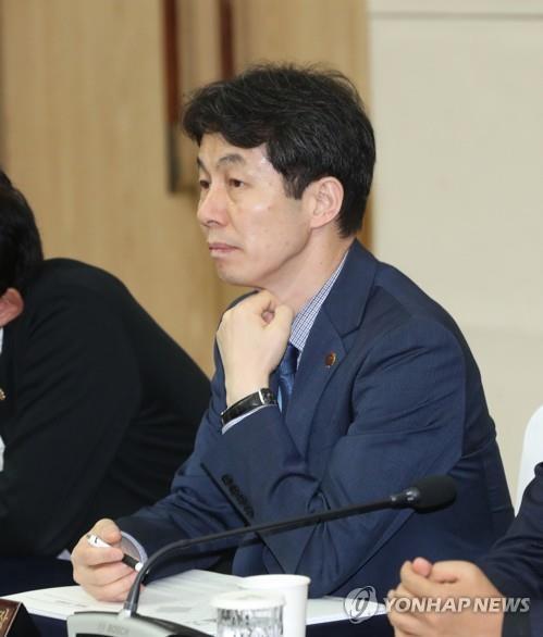 资料图片:青瓦台国政企划状况室室长尹建永 韩联社