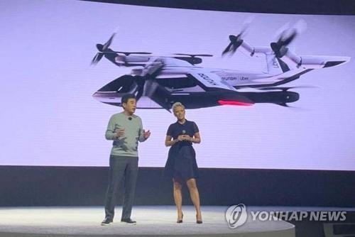 """资料图片:现代汽车在CES 2020上介绍个人飞行器(PAV,Personal Air Vehicle)概念款""""S-A1""""。 韩联社/现代汽车供图(图片严禁转载复制)"""
