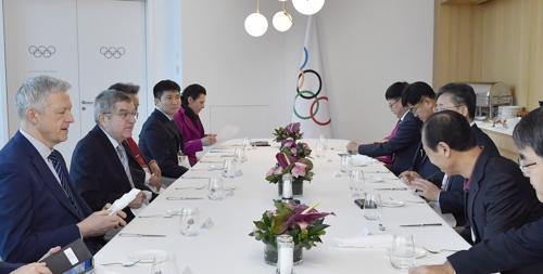 国际奥委会主席巴赫(左二)和韩方代表团举行早餐会。 韩联社/国际奥委会供图(图片严禁转载复制)