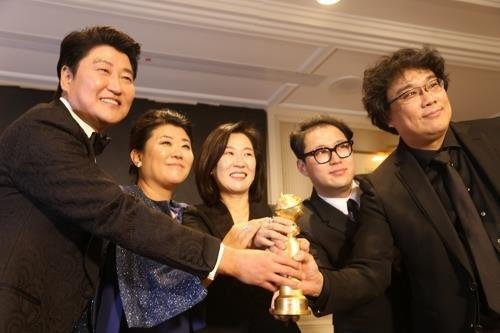 《寄生虫》荣获金球奖。 韩联社
