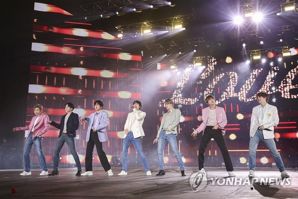 资料图片:防弹少年团2019年10月的首尔演出 韩联社/Big Hit娱乐供图(图片严禁转载复制)