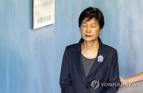 朴槿惠缺席干政受贿案重审 庭审仅用5分钟