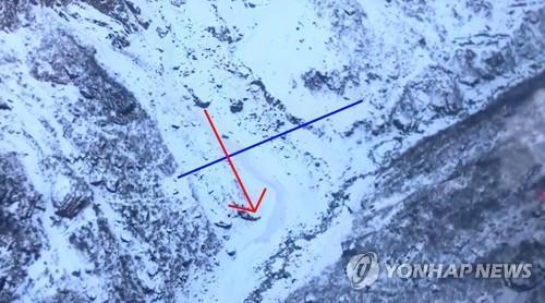 箭头标示处为雪崩事故现场。 韩联社
