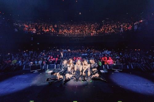 资料图片:ITZY在洛杉矶开唱。 韩联社/JYP供图(图片严禁转载复制)