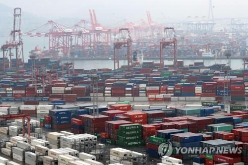 资料图片:釜山港神仙台码头 韩联社