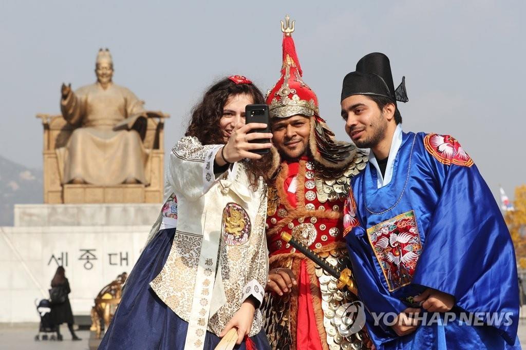 调查:近八成外国人对韩国有好感