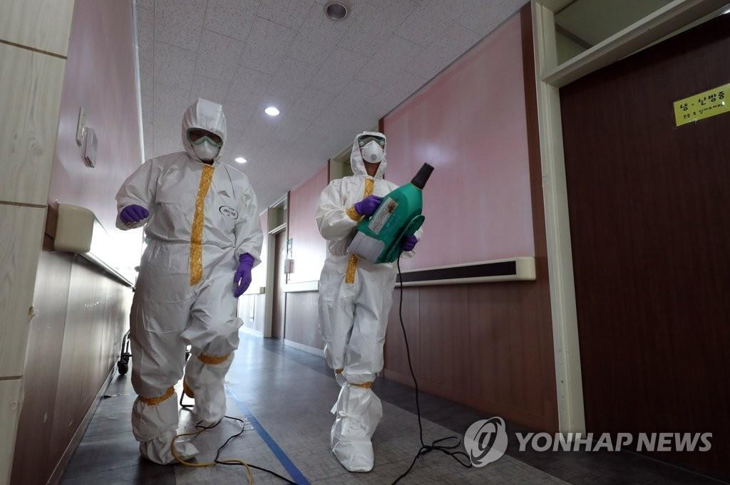 详讯:韩国累计确诊新冠病例16例 接触者逾千人