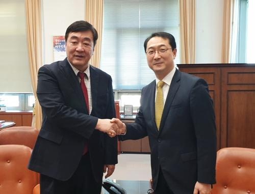 韩国外长助理金健会见中国大使邢海明