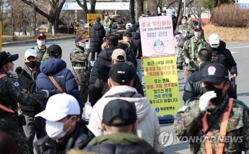 韩国防部隔离1100余名官兵防范新冠病毒疫情