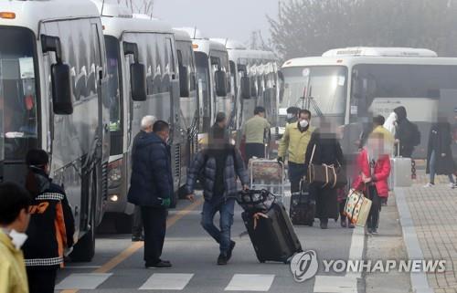 366名自汉回韩人员解除隔离并离开临时安置点