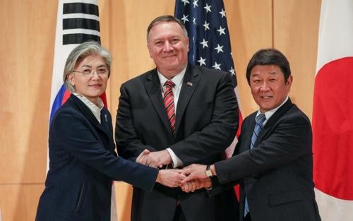 韩美日外长借慕安会举行双边和三边会谈
