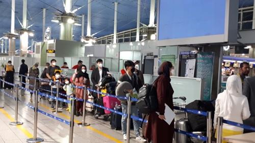 韩国派包机从伊朗撤侨 80人已启程返回