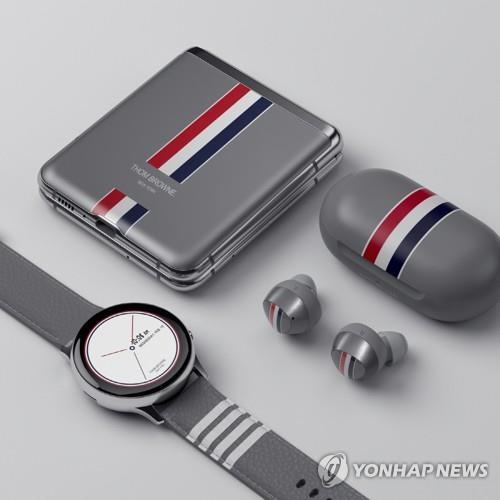 三星Galaxy Z Flip联名套装版在华热销