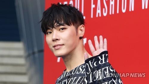 韩歌手辉星深陷精神困扰正接受治疗