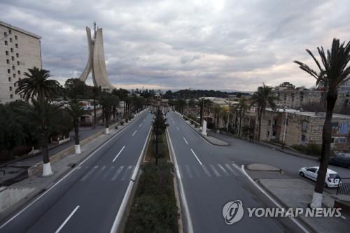 69名滞留阿尔及利亚的韩国公民乘机回国