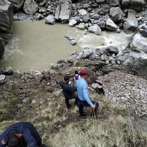 尼泊尔雪崩地发现疑似韩国登山客遗体