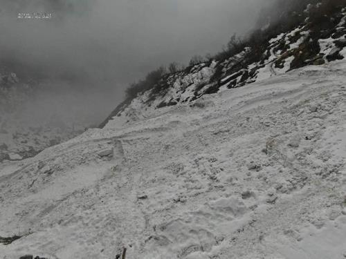 雪崩现场 KT尼泊尔ICT搜救队供图(图片严禁转载复制)