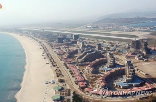 朝媒称金正恩向元山葛麻旅游区建设人员致谢