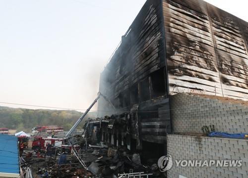 韩京畿道一物流仓库失火已致36人死亡