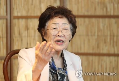 5月7日,在大邱一家茶馆,日军慰安妇受害老人李容洙举行记者会谴责韩国慰安妇受害者援助团体。 韩联社