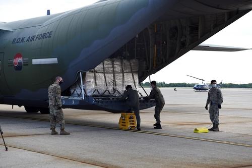 韩国捐给韩战参战老兵防疫口罩运抵美国