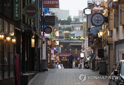 资料图片:空无一人的梨泰院街道 韩联社