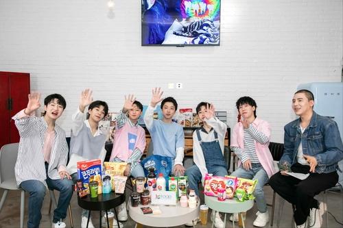 韩国食品亮相男团BOY STORY演唱会备受关注。 韩国农水产食品流通公社供图(图片严禁转载复制)
