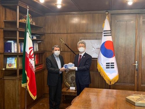 韩国援助伊朗百万美元新冠试剂盒