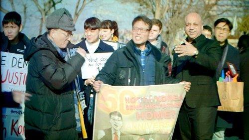 资料图片:大韩航空客机劫持案受害者家属会敦促朝鲜送还劫持人员。 1969年大韩航空客机劫持案受害者家属会供图(图片严禁转载复制)