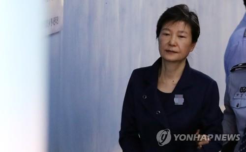 朴槿惠干政受贿案终审被求刑35年