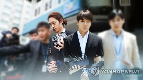 资料图片:郑俊英(左)和崔钟训 韩联社