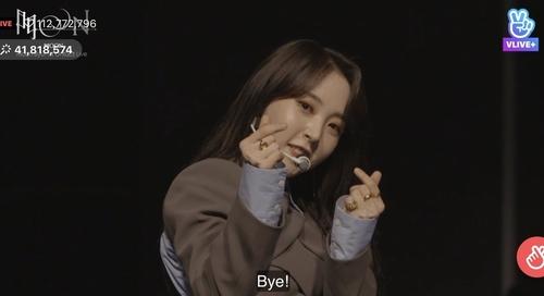 玟星在线演唱会 韩联社/NAVER V LIVE画面截图(图片严禁转载复制)