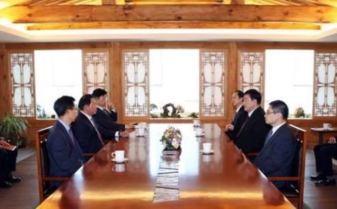 中国驻韩大使邢海明会见SK集团会长崔泰源