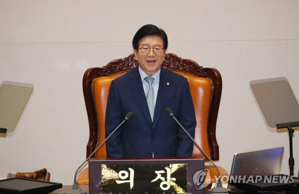 韩议员朴炳锡当选第21届国会上半期议长