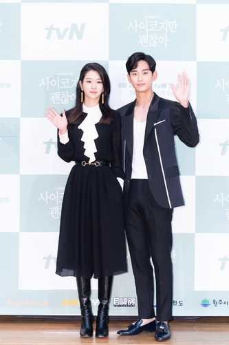 金秀贤(右)和徐睿知 韩联社/tvN供图(图片严禁转载复制)