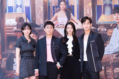 左起依次为朴奎英、吴正世、徐睿知和金秀贤 韩联社/tvN供图(图片严禁转载复制)