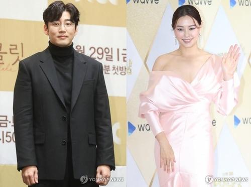 资料图片:尹启相(左)和李哈妮 韩联社