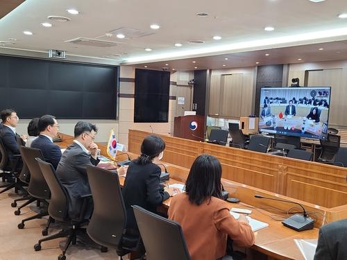 韩中外交官员举行视频会议讨论韩中日三边合作