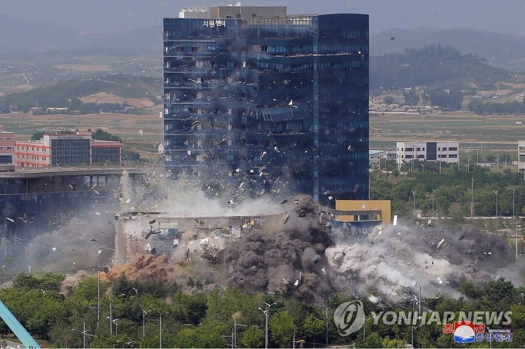 据朝中社6月17日报道,朝鲜前一日下午2时50分许爆破位于开城工业园区的韩朝联络办公室。 韩联社/朝中社官网截图(图片仅限韩国国内使用,严禁转载复制)