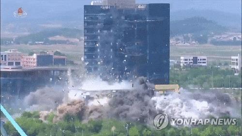 资料图片:韩朝联络办公室(联办)被朝鲜爆破。 韩联社/朝中社供图 (图片仅限韩国国内使用,严禁转载复制)