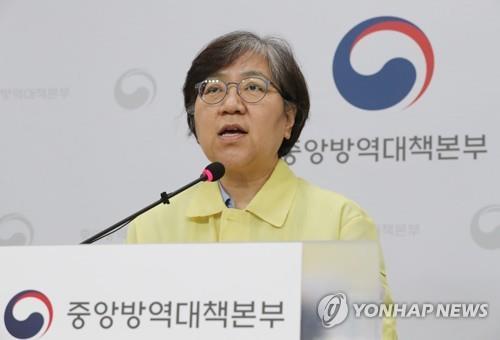 资料图片:郑银敬在新冠疫情记者会上发言。 韩联社