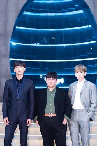 左起依次是歌手RAIN、房时赫和ZICO。 韩联社/Mnet供图(图片严禁转载复制)
