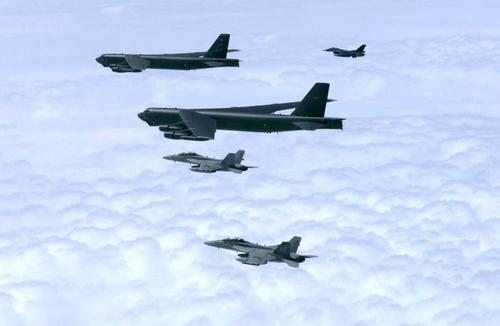 B-52H远程轰炸机与日本航空自卫队进行联合演习。 美国太平洋空军司令部官网截图(图片严禁转载复制)