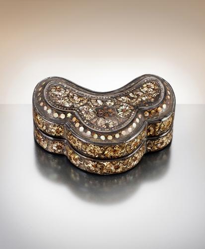 韩收回流日文物珍品高丽螺钿漆器